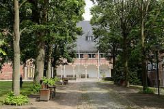 Allee zum Reinbeker Schloss - das Schloss Reinbek in Reinbek wurde als eine der Nebenresidenzen des herzoglichen Hauses Schleswig-Holstein-Gottorf im 16. Jahrhundert errichtet. Es gehört zu den frühesten Bauten aus der Herrschaftszeit Herzog Adolfs I