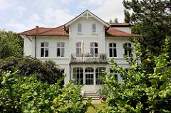 Villa im Grünen - Eingang / Wintergarten mit Schnitzereien - Stadt Reinbek, Kreis Stormarn.