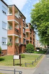 Balkons - Wohnblocks in der Paul Neumann Strasse von Babelsberg, Potsdam.