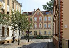 Häuser mit Ziegelfassade in der Schornsteinfegergasse in Babelsberg / Potsdam.