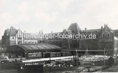 """Hühnerposten Hamburg St. Georg;  Postverteilungszentrum, erbaut um 1902; aufgestockt 1922 - seit 2000 unter Denkmalschutz; wurde ab 2001 zum sogen. """"Office-Park"""" umgestaltet; Eventlocation und Sitz der Zentralbibliothek der Hamburger Öffentli"""
