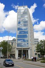Das Axel-Springer-Gebäude wurde 1953-1956 erbaut (Architekt Ferdinand Streb) und steht als markantes Gebäude der 50ger Jahre seit 1996 unter Denkmalschutz.