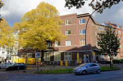 Klinkerexpressionismus in Hamburg Winterhude - Wohngebäude mit Postfiliale am Grasweg / Barmbeker Strasse / Ulmenstrasse.