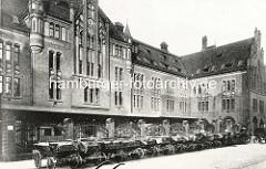 """Hühnerposten Hamburg St. Georg;  Postverteilungszentrum, erbaut um 1902; aufgestockt 1922 - seit 2000 unter Denkmalschutz; wurde ab 2001 zum sogen. """"Office-Park"""" umgestaltet; Eventlocation und Sitz der Zentralbibliothek der Hamburger Öffentlichen"""