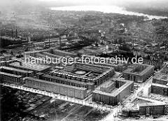 Luftaufnahme von Hamburg Winterhude - Blick auf die Jarrestadt, im Hintergrund die Aussenalster.