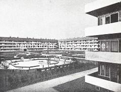 Zentraler Wohnblock in der Hamburger Jarrestadt - Innenhof mit Kinderspielplatz, Architekt Karl Schneider.