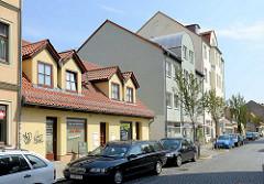 Weberhäuser im Babelsberger Weberviertel - mehrstöckige Wohnhäuser, neu + alt.