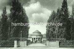 Trinkhalle im Hamburger  Stadtpark - Die Einrichtung einer Trinkhalle und eines Kurgartens im Stadtpark entsprach dem Reformgedanken der 20er Jahre. Auch sozial Schwächere sollten die Möglichkeit haben, Trink- und Kneipp-Kuren kostengünstig anzu