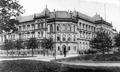 Historische Ansicht vom Hamburger Museum für Kunst und Gewerbe, Blick vom Steintorplatz - das Gebäude wurde als staatliches Technikum und Museum für Kunst und Gewerbe 1873-1875 erbaut, Architekt Carl Johann Christian Zimmermann.