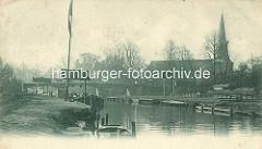 Die Alster in Hamburg Winterhude / Eppendorf - alte Fotografie; Ewer mit Mast am Winterhuder Kai; im Hintergrund die Brücke und re. die St. Johanniskirche in Hamburg Eppendorf.