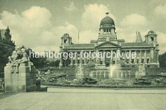 Blick über die Brunnenanlage zum Hanseatisches Oberlandesgericht, Stadtteil Hamburg Neustadt / Sievekingplatz; erbaut 1912 - Architekten Lundt & Kallmorgen.