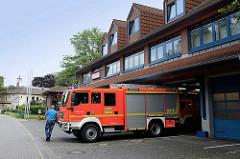 Gebäude / Feuerwehrauto, Freiwillige Feuerwehr Reinbek - Klosterbergstrasse.