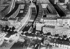 Luftbild, Teilansicht der Winterhuder Jarrestadt; Blick über die Jarrestrasse zur Hölderlinsalle; lks der Jean Paul Weg, re. der Novalisweg.