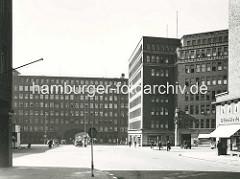 Blick auf den Burchardplatz im Hamburger Kontorhausviertel - in der Bildmitte das Chilehaus, re. der Mohlenhof.