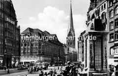 Alte Ansicht von der Hamburger Altstadt - Blick vom Mönckebrunnen Richtung Kirchturm St. Petri.