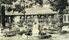 """Brunnen im Biergarten vom Landhaus Walter in Hamburg - Brunnen, Junge mit Enten"""" Wilhelm Rex; Stein 1916."""