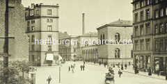 Hamburger Johanneum auf dem Domplatz - fertiggestellt 1840, Architekten  Carl Ludwig Wimmel und Franz Gustav Forsmann; Blick vom Speersort - lks. ein Ausschnitt der Petrikirche.