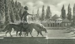 Kurgarten der Trinkhalle im Hamburger Stadtpark - Die Einrichtung einer Trinkhalle und eines Kurgartens im Stadtpark entsprach dem Reformgedanken der 20er Jahre. Auch sozial Schwächere sollten die Möglichkeit haben, Trink- und Kneipp-Kuren koste