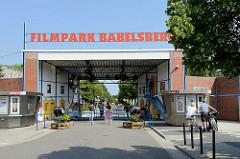 Eingang Filmpark Babelsberg -   Themenpark rund um Kino und TV.