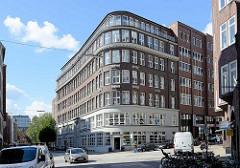 Hamburger Kontorhausviertel, Altstadt Hamburgs - Miramar Haus am Schopenstehl, 1922 errichtet - Architekt Max Bach.