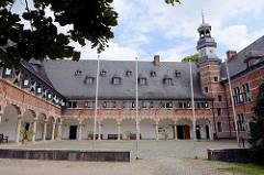 Arkaden / Innenhof vom Reinbeker Schloss. Das Schloss Reinbek in Reinbek wurde als eine der Nebenresidenzen des herzoglichen Hauses Schleswig-Holstein-Gottorf im 16. Jahrhundert errichtet. Es gehört zu den frühesten Bauten aus der Herrschaftszeit Her