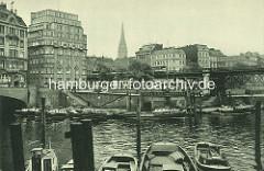 Altes Foto - Barkassen im Binnenhafen, lks. die Einfahrt zum Alsterfleet. in der Bildmitte das Hochbahnviadukt am Rödingsmarkt.