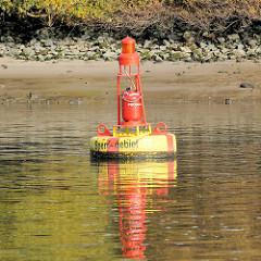 Signaltonne, Sondertonne Sperrgebiet im Köhlbrand / Süderelbe  - gelbe Tonne mit rotem Kreuz - Durchfahrt verboten, das Gebiet darf nicht befahren werden.