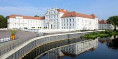 Schloss Oranienburg an der Havel - das älsteste Barockschloss in  Brandenburg. In der Regierungszeit Friedrichs III./I. (1688 – 1713) wurde Oranienburg eine der bedeutendsten Schloss- , Garten- und Stadtanlagen in der Mark Brandenburg.