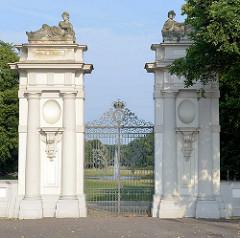Eingangsportal zum Schlossgarten vom Schloss Oranienburg - das älsteste Barockschloss in  Brandenburg. In der Regierungszeit Friedrichs III./I. (1688 – 1713) wurde Oranienburg eine der bedeutendsten Schloss- , Garten- und Stadtanlagen in der Mark Bra