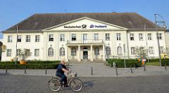 Architektur Oranienburgs am Bahnhofsplatz - Postgebäude, erbaut 1926.