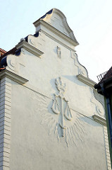 Stuckdekor an der Hausfassade vom Amtsgericht Oranienburg, erbaut 1906 - Entwurf königlichen Kreisbauinspektors Baurat Jaffé.