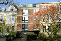 Alt + Neu, unterschiedliche Architektur und Hausfassaden in Hamburg Eilbek.