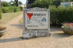 Gedenkstein zum Todesmarsch 1945 der Häftlinge des KZ-Sachsenhausen - über 6000 wurden auf diesem Marsch durch die SS ermordet. Ihr Vermächtnis lebt in unseren Taten fort.