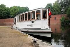 Alsterdampfer St. Georg am Stadtpark-Hafen / Anleger beim Goldbekkanal. Das Alsterdampfschiff St. Georg ist das älteste noch fahrtüchtige Dampfschiff Deutschlands und wurde 1876 auf der Reiherstiegwerft in Hamburg gebaut.