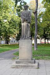 Stein-Skulptur von Jan Huus in Terezin / Theresienstadt.