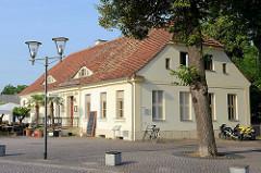 Historisches Gebäude am Schlossplatz von Oranienburg. Ehem. Hofgärtnerhaus, erbaut um 1800.