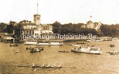 Historisches Motiv von der Aussenalster bei Hamburg Uhlenhorst - vor dem Uhlenhorster Fährhaus Alsterdampfer und eine Barkasse in Fahrt - Ruderboote, Paddelboot.n Fahrt