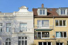 Alt + Neu, unterschiedliche Architektur und Hausfassaden in Hamburg Eilbek; Gründerzeit und gelber Klinker.