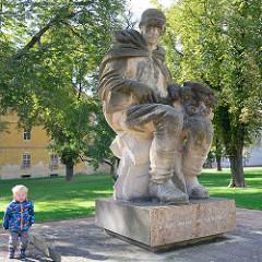 Denkmal, Skulptur in Terezin - Befreiung der Stadt durch die Rote Armee am 8. Mai 1945.