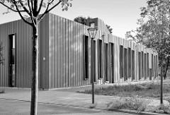 Moderne Architektur am Schlossplatz in Oranienburg - Tourismusverein und Stadtbibliothek.