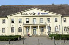 Denkmalgeschützte Architektur Oranienburgs am Bahnhofsplatz - Postgebäude, erbaut 1926.