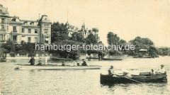 Altes Bild von der Hamburger Aussenalster - Ruderboote auf dem Wasser, Villa an der Alster - Bellevue in Hamburger Winterhude.