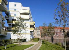 Neubauwohnungen am Ufer des Rückerskanal, Mittelkanal in Hamburg Hamm.