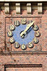Turmuhr der Versöhnungskirche in Hamburg Eilbek, erbaut 1916 - 1920 - Architekt Fernando Lorenzen.