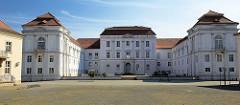 Rückansicht vom Schloss Oranienburg - das älteste Barockschloss in  Brandenburg. In der Regierungszeit Friedrichs III./I. (1688 – 1713) wurde Oranienburg eine der bedeutendsten Schloss- , Garten- und Stadtanlagen in der Mark Brandenburg.