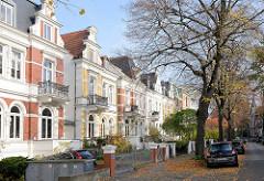 Stadtvillen mit farbigen Hausfassadaden - Fotos aus dem Hamburger Stadtteil Eilbek, Blumenau.