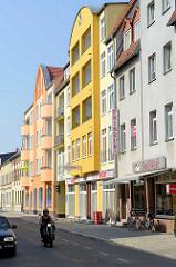 Moderne Architektur mit farbiger Fassade - Lehnitzstrasse in Oranienburg.