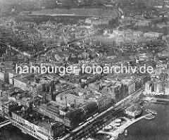 Flugbild vom alten Vorkriegs-Hamburg; unten der Alsterpavillion am Jungfernstieg - im Hintergrund die Gerichtsgebäude am Sievekingplatz und das Heiligengeistfeld in Hamburg St. Pauli.