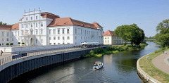 Schloss Oranienburg an der Havel - das älteste Barockschloss in  Brandenburg. In der Regierungszeit Friedrichs III./I. (1688 – 1713) wurde Oranienburg eine der bedeutendsten Schloss- , Garten- und Stadtanlagen in der Mark Brandenburg.