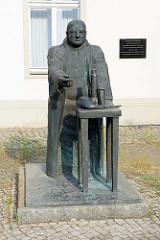 Historischer Standort der Oranienburger Chemischen Produktenfabrik - Denkmal Prof. Dr. Friedlieb Ferdinand Runge ( 1832  1852 ), Entdecker der Teerfarben